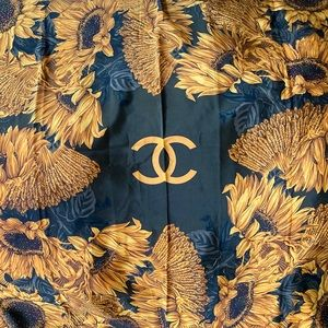 [CHANEL] 💯 EUC Vintage Sunflower Silk Scarf Wrap